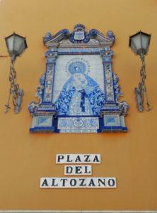 Retablo cerámico de la Esperanza de Triana (Plaza del Altozano)