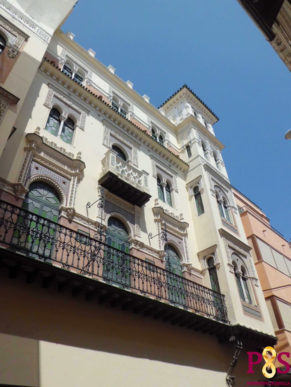 el edificio ciudad de londres es uno de los cuatro edificios con que particip el arquitecto en el concurso de fachadas de estilo sevillano