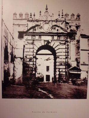 12 Puerta de Carmona